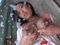 サムネイル 幼顔の若妻から飛び出す母乳